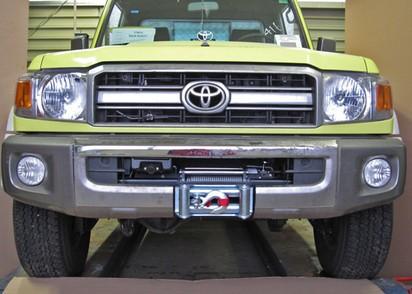 Seilwinden Set Toyota HZJ78/79 ab 07 mit WARN XDC. Ohne TÜV Teilegutachten.